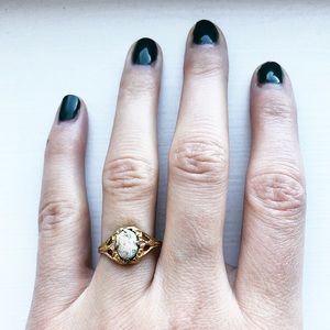 Vintage dainty & ornate gold cameo ring